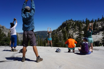 yoga-on-the-rock-yosemite